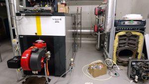 Når det blir mellom 15-20 minus grader får varmepumpene hjelp av to bio oljekjeler