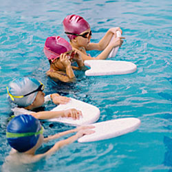 Bli med svømmekurs!
