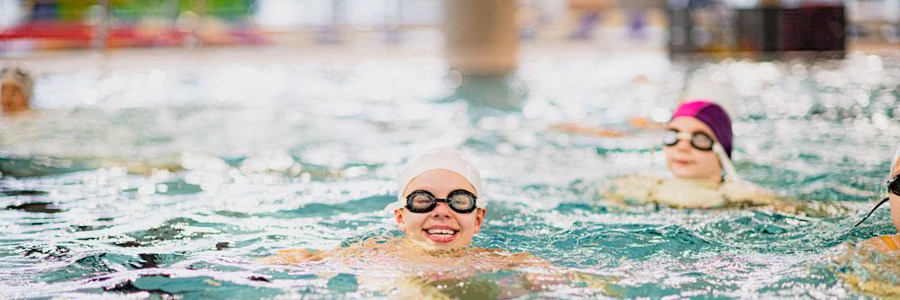 Gøy i svømmebassengene